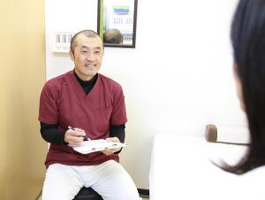 ワイズ整体院のパニック障害の患者説明風景
