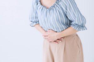 ワイズ整体院の機能性胃腸症の女性写真