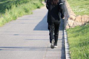 ワイズ整体院の生活習慣の改善のための歩く写真