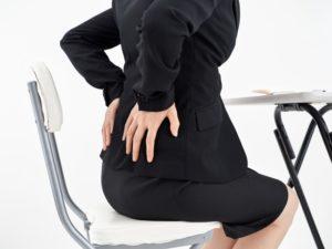 ワイズ整体院の腰の痛い女性の写真