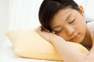 ワイズ整体院の睡眠女性画像
