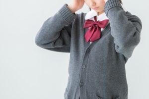 起立性調節障害の女子学生画像