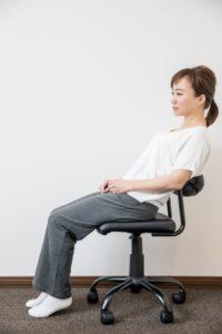 ワイズ整体院の姿勢が悪い座り方風景